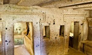 Portada-tumba-etrusca-Cerverteri.jpg