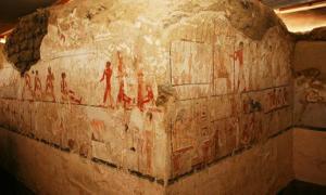 Portada - La tumba, ricamente decorada, fue construida con una singular forma de 'L'. (Ministerio de Antigüedades de Egipto)