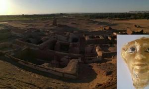Portada - Las cinco tumbas romanas halladas en el yacimiento arqueológico de Beir Al-Shaghala, situado en el oasis de Dakhla del desierto occidental de Egipto (Ministerio de Antigüedades). Detalle: Máscara funeraria descubierta en una de las tumbas. (Ministerio de Antigüedades)