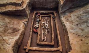 Portada - Sin duda este individuo habría sido considerado un gigante hace 5.000 años. (Fotografía: Asiawire)