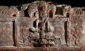 Portada - El mural maya hallado recientemente en Guatemala se encuentra en un estado de conservación casi perfecto. (Universidad de Boston)