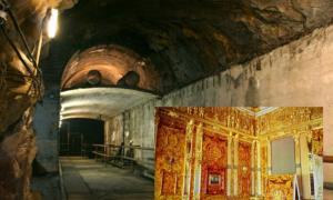"""Portada-Túnel subterráneo, parte del proyecto de construcción """"Riese"""" de la Alemania Nazi, situado bajo el castillo de Ksiaz, en Polonia (public domain). Detalle: Reconstrucción del Salón de Ámbar (Patricio Rodriguez / flickr)."""