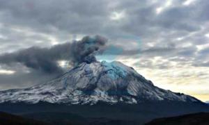Portada-Imagen de archivo del volcán peruano Ubinas, cercano al Huaynaputina. (Fotografía: EFE/Ingemmet)
