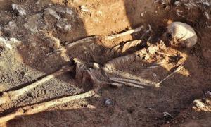 """portada: El esqueleto de la """"bruja"""" de las Piedras de Rollright (News Team International photo)"""