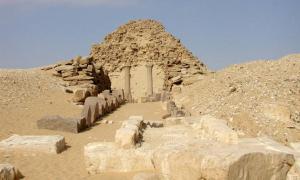 Sahure-piramide.jpg