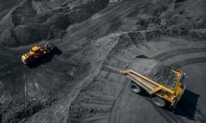 Representación de una mina a cielo abierto para mostrar contra lo que la tribu Adivasi está tratando de luchar en su hogar. Fuente: stock de Parilov/ Adobe