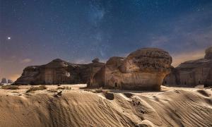 Las antiguas tumbas de Al-Ula durante la noche. Fuente: OMAR A.THIAB/ Adobe stock