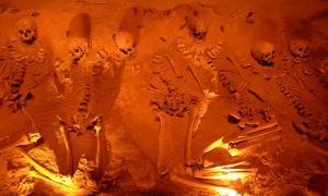 Imagen representativa de esqueletos humanos. El descubrimiento de esqueletos anómalos sugiere que la humanidad puede ser más antigua de lo que pensamos
