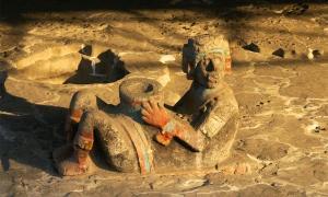 Un chacmool en el sitio arqueológico del Templo Mayor en la Ciudad de México. La violencia azteca y el uso del chacmool fue un aspecto fundamental de esta cultura. El agujero en el vientre del chacmool era donde se colocaban los corazones de las víctimas sacrificadas.