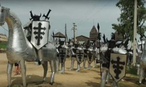 los trabajadores del vertedero en Rusia han creado una fortaleza medieval a partir de basura. Fuente: ODN / YouTube Screenshot