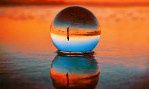 Imágenes representativas de una bola de cristal china de calidad