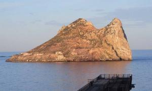 El espía británico Hugh Pakenham Borthwick usó el islote de Isla del Fraile para espiar a España durante la Primera Guerra Mundial.