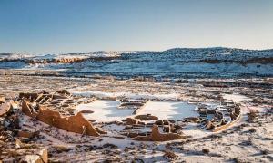 Los restos de Pueblo Bonito, la más grande de las Grandes Casas Chacoanas en el Cañón del Chaco. Fuente: Viktor Posnov / Adobe Stock