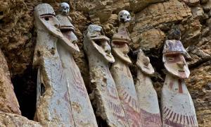 Los sarcófagos de Carajía, imagen emblemática de la cultura perdida Chachapoya.