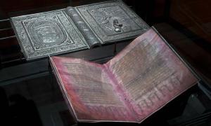 Después de una historia llena de acontecimientos, el Codex Argenteus ahora se puede ver en la Biblioteca de la Universidad de Uppsala en Suecia.