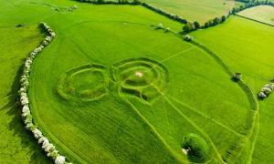 Vista aérea de la colina de Tara, en el condado de Meath, Irlanda.