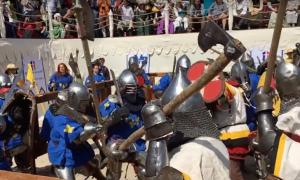 Full Contact Sword Combat durante el combate medieval en Rusia. Fuente: Wranglerstar / YouTube Screenshot.