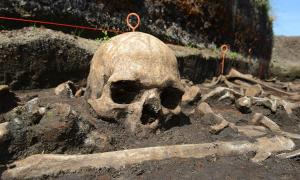 Cráneo de la Edad de Bronce in situ en el valle de Tollense