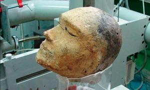La máscara de la muerte encontrada en el túmulo funerario de Shestakovsky No 6. Fuente: Vyacheslav Porosev, Instutute of Nuclear Physics, SB RAS