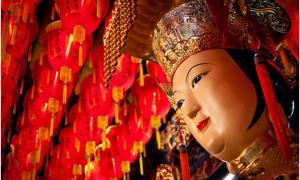 Bella imagen de Mazu, la diosa del mar en el templo de Cixian, Taipei. Fotografía tomada por Joshua Fahler, Taipei.