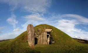 Bryn Celli Ddu por Gail Johnson / Adobe Stock