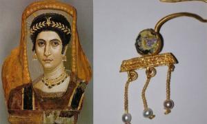 el pendiente encontrado en Bulgaria (derecha) comparado con los pendientes en un retrato de momia de Fayum.