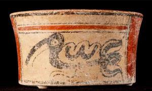 Una de las dos vasijas pintadas de colores, que fueron el único ajuar funerario enterrado con el diplomático de El Palmar. Fuente: Kenichiro Tsukamoto / Universidad de California, Riverside