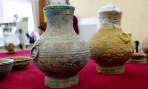 Un par de ollas de bronce, una que contiene el primer ejemplo real de un antiguo elixir chino de la vida, fueron desenterradas de una tumba de la dinastía Han del Oeste en Luoyang, provincia de Henan.