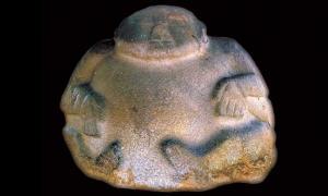 Escultura de barriga magnetizada, Guatemala Fuente: Roger R. Fu