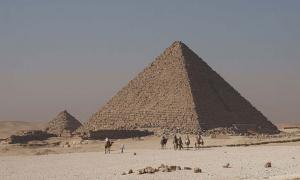 Piedras de piedra de Giza coloreadas, Pirámide de Menkaure. Fuente: CC BY-SA 3.0