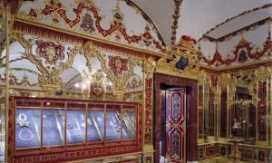 Vista de la Sala de las Joyas de la histórica Bóveda Verde. Fuente: Hans Christian Krass / © Grünes Gewölbe, Staatliche Kunstsammlungen Dresden.