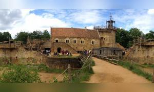 El castillo de Guédelon en Francia se ha construido desde cero utilizando solo técnicas medievales. Fuente: CC BY-SA 3.0