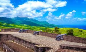 Cañones a lo largo de las murallas de la colina de Brimstone (CC BY-SA 2.0)