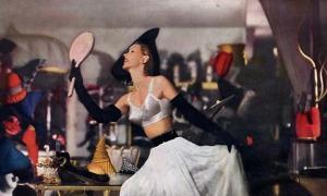"""Soñé que fui de compras en mi sujetador de moda"""". La historia de los sujetadores se remonta mucho más en el tiempo."""