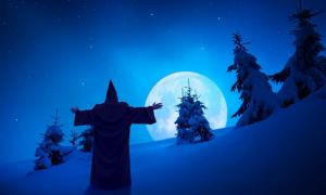 Representación de un fantasma navideño de pie bajo la luz de la luna en la nieve. Fuente: Bashkatov/ Adobe Stock