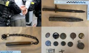 solo algunos de los artefactos históricos ilegales recuperados recientemente por la policía en Polonia.