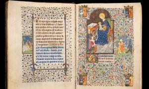"""Una página de """"Las horas de Isabella Stuart"""", un antiguo manuscrito medieval en el que los investigadores notaron que la esposa intercambiaba la imagen en una de las páginas del libro."""