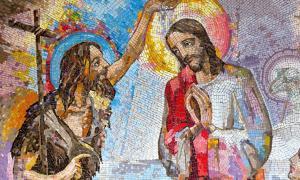Mosaico del bautismo de Jesucristo de San Juan Bautista en Medjugorje, Bosnia y Herzegovina, 2016