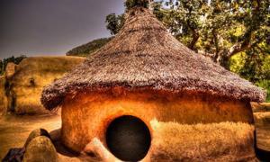 Pueblo Tammari tradicional de Tamberma en Koutammakou, la Tierra de Batammariba, región de Kara, Togo. Fuente: homocosmicos.