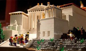 Exposición de Lego Acrópolis en el Museo de la Acrópolis de Atenas, Grecia, diciembre de 2019.