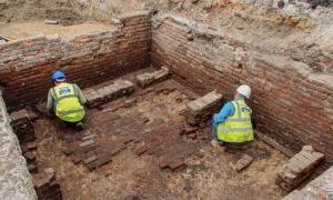 Los arqueólogos encontraron los restos de una bodega de ladrillo bien conservada que se cree que es el teatro más antiguo de Londres, el teatro Red Lion, en Whitechapel, East London. Fuente: Archaeology South-East / UCL