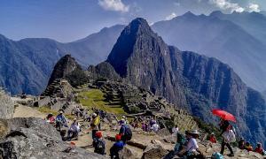 Crisis de basura de Machu Picchu - Turistas en el sitio antiguo en Perú Fuente: Rodolfo Pimentel / CC BY-SA 4.0