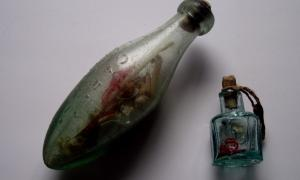 De la colección privada de artefactos de brujería y folclore de Mal Corvus propiedad de Malcolm Lidbury.