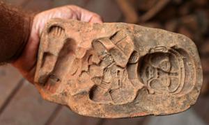 Molde utilizado por los mayas para hacer figurillas. Crédito: Dr. Brent Woodfill, Universidad de Winthrop