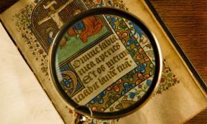 Manuscrito medieval. Crédito: Andrzej Solnica/ Adobe Stock
