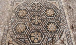 Antiguo mosaico descubierto en Kom-El-Dikka. Fuente: Ministerio de Antigüedades / Facebook.