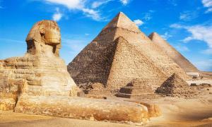 """El comentario de Twitter de """"Antiguos alienígenas"""" de Elon Musk ha causado muchas preguntas sobre quién construyó las pirámides y la vida alienígena."""