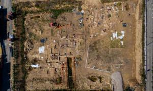 Vista aérea de la gran necrópolis romana encontrada en Narbona, Francia.