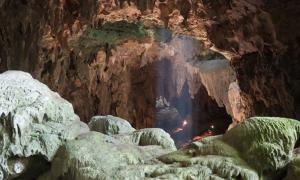 Cueva del Callao, isla de Luzón, Filipinas, donde se encontraron los huesos y los dientes de la nueva especie humana. Fuente: cortesía de © Callao Cave Archaeology Project.