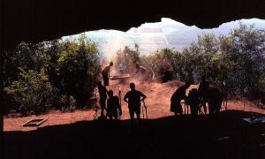 Vista de Swazilandia desde la desembocadura de Border Cave.